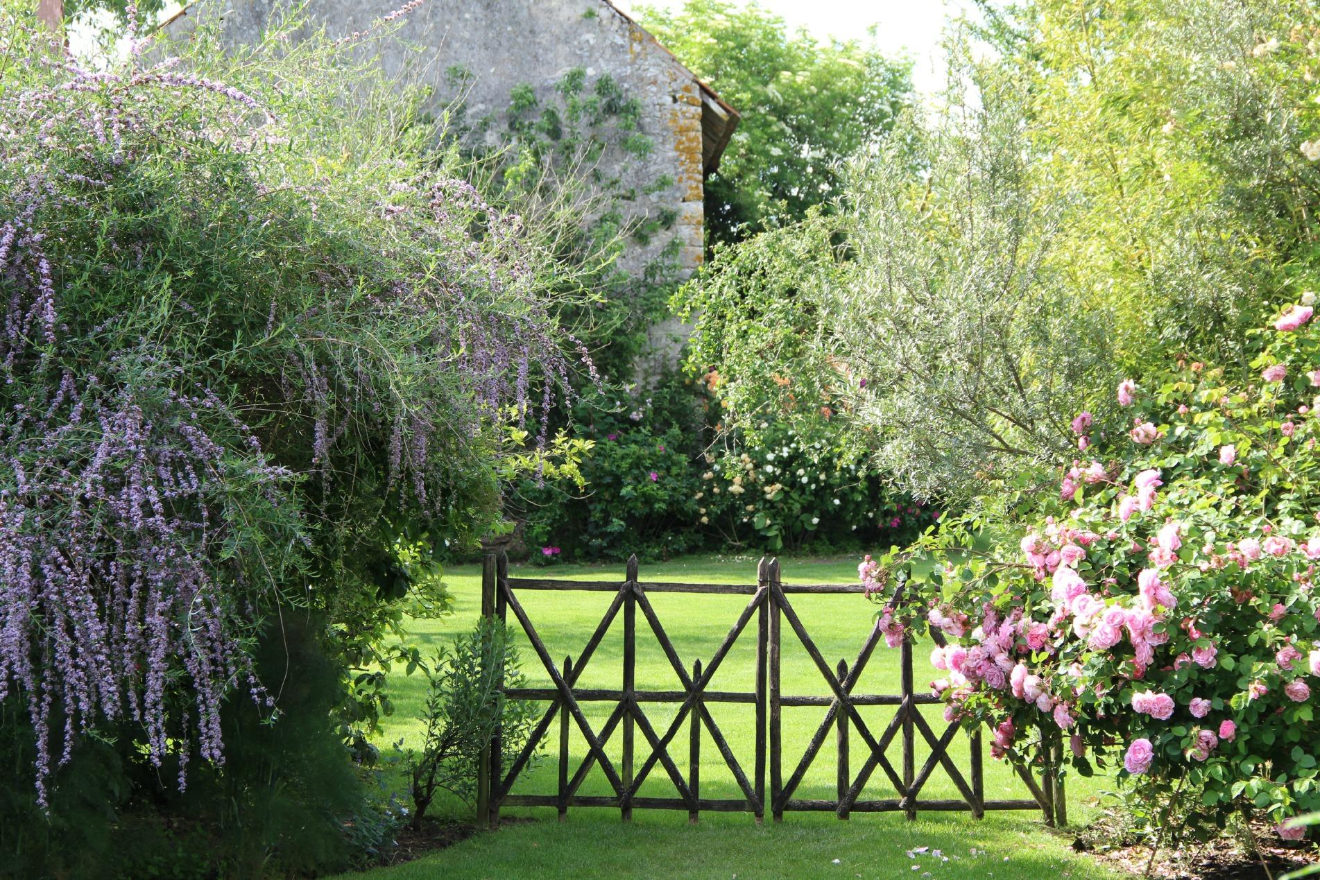Nature ch teau la touanne chambres confortables dans for Combattre les moustiques dans le jardin