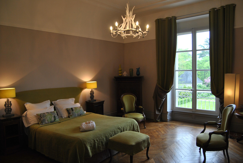 Chambre d\'hotes chic - Château La Touanne - Chambres confortables ...